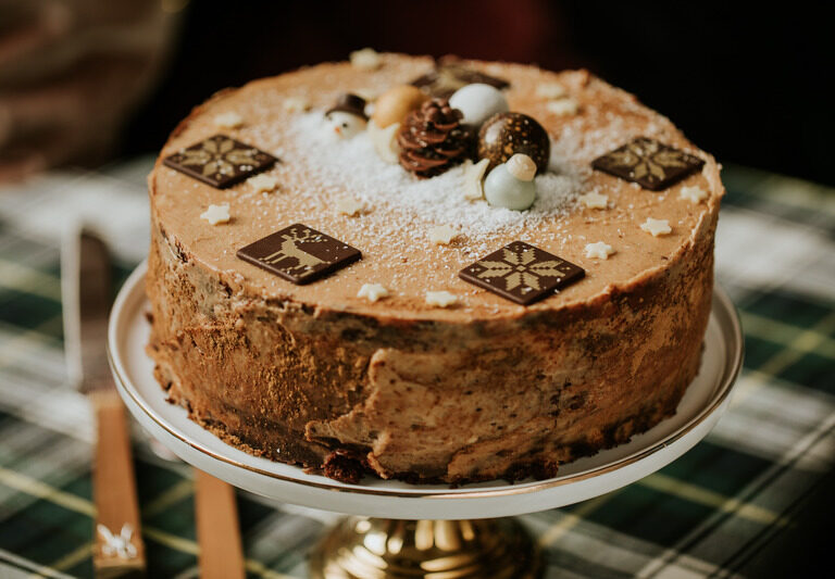 Tort z masłem orzechowym i wiśnią